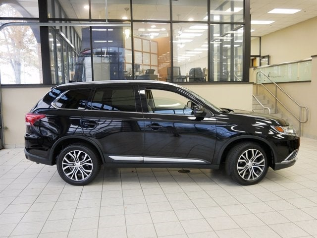 Used 2018 Mitsubishi Outlander SEL with VIN JA4AZ3A3XJJ001487 for sale in Brooklyn Park, Minnesota